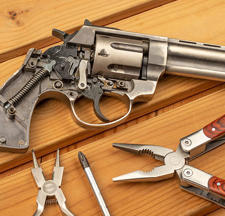 Réparation d'armes à Somain